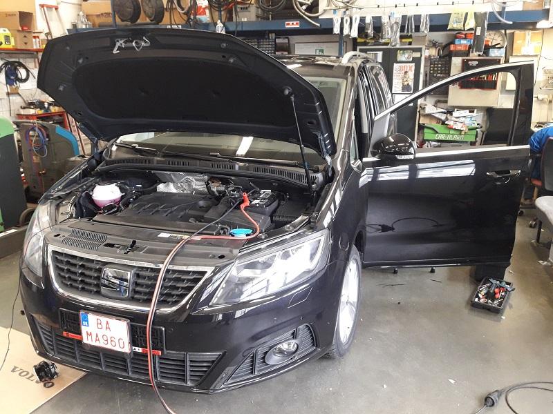SEAT ALHAMBRA 2020 montáž rozširovacej sady na OEM príhrev motora