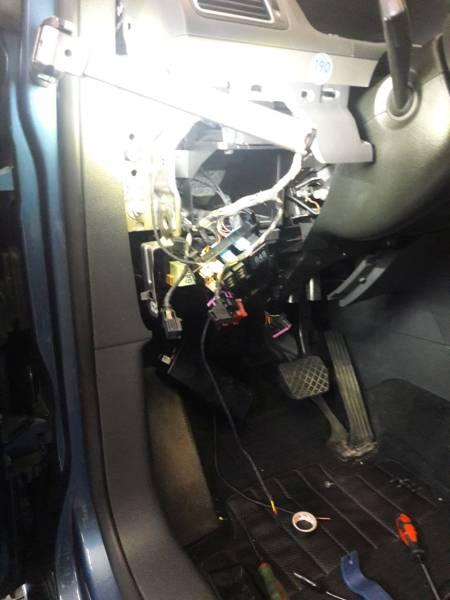 VW TOURAN 2017 montáž rozširovacej sady na OEM príhrev motora